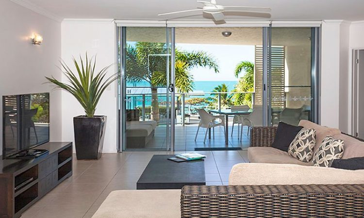 4 bedroom lounge Vue Trinity Beach Holiday Apartments