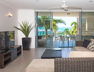 4 Bedroom Vue Trinity Beach Luxury Apartment