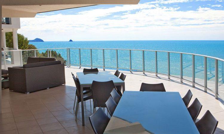 Private balcony penthouse Vue Trinity Beach