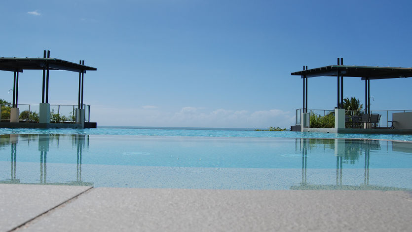 Vue Trinity Beach Cairns Holiday Apartments Infinity Pool - Pool, BBQ Area